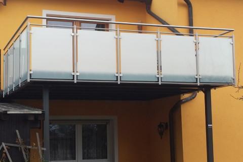 Balkon pulverbeschichtet mit Glasgeländer
